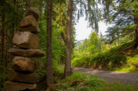 Steinmanndli markieren den Weg